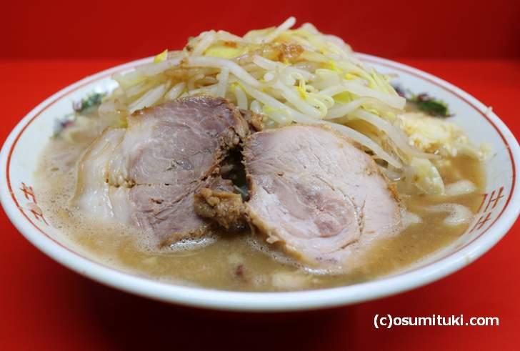 ラーメン二郎 京都店(730円、麺300g、ニンニクあり、野菜すくなめ)