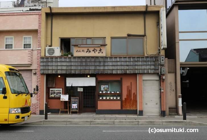 すぐ近くには同じく京都の大衆食堂「篠田屋」さんもあります