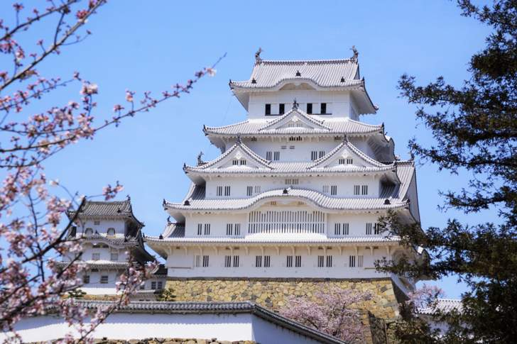 古民具再生工房カエる の場所は姫路城から3駅目「飾磨駅」のある中島という地区です