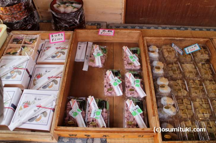 原谷苑ではお弁当の仕出しが販売されたり、中に予約制の鍋のお店があります