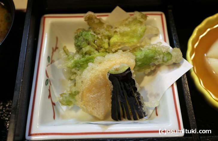 天ぷらは季節の野菜です