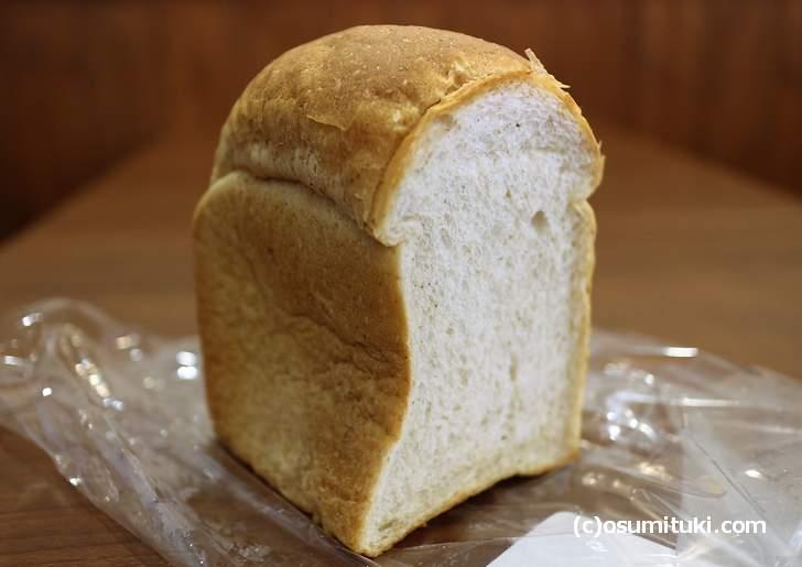 ライト(山パン、一斤310円)を食べてみましょう
