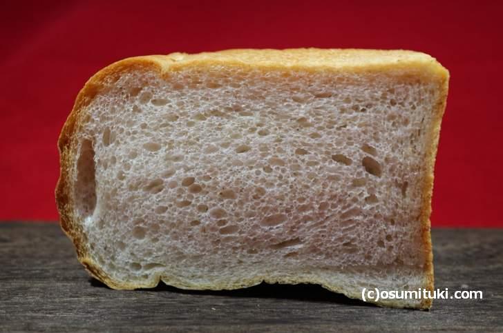 トーストにするとまた格別ですが、理由はこの気泡にありました