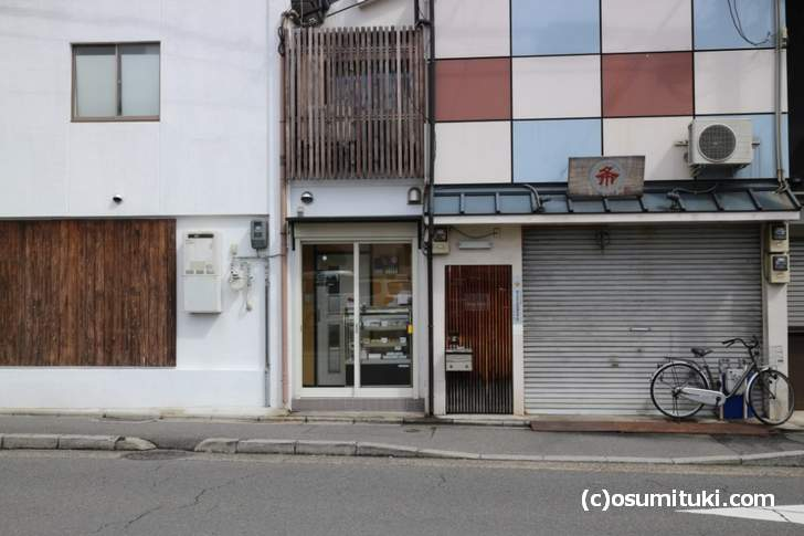 三錦堂 は西院駅のすぐ近く「大宮通」沿いにあります