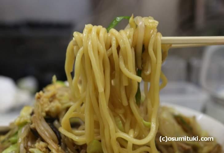 麺は太麺をチョイス