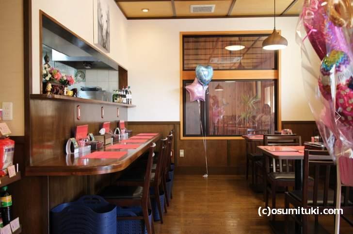 創作タイ料理 パッタイ 店内ひ広くテーブルも多めです