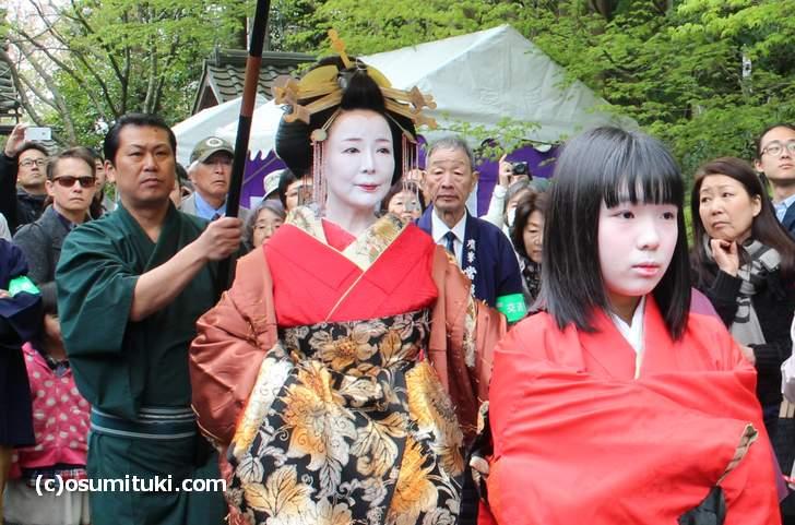 吉野太夫花供養は島原太夫が京都・常照寺にある「吉野太夫」のお墓にて供養する催しです