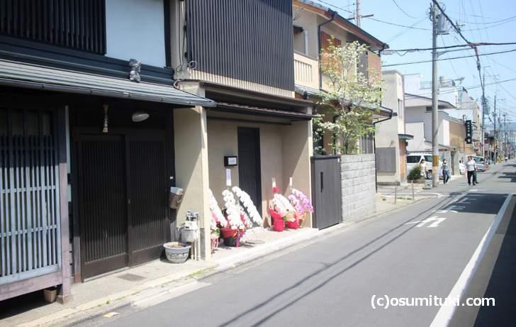 千本寺之内を東へ入った所にある新店「でにむどす」