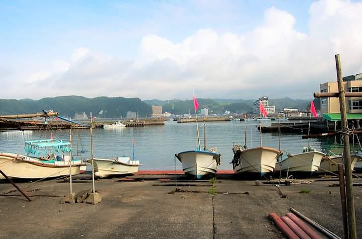 千葉県勝浦市 川津港で春のヒラマサ釣りの撮影ロケが行われました(写真は勝浦港)