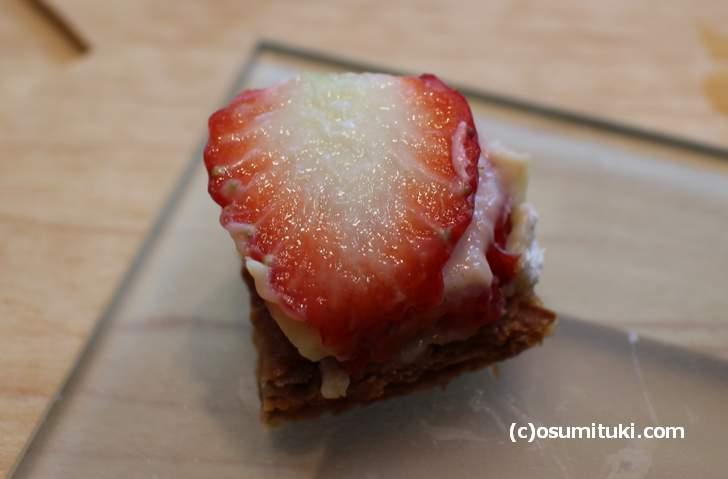 苺は愛媛県産紅ほっぺ(べにほっぺ)を使用