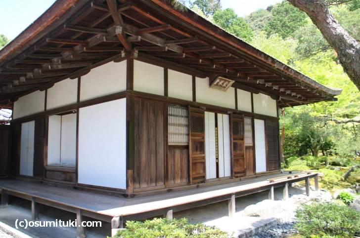 国宝 東求堂の中に日本初の四畳半の部屋「同仁斎」があります