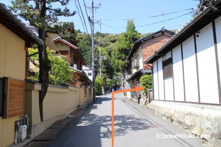 銀閣寺参道を入らず左へ行くと「八神社」があるので、それを右折すると大文字山登山口です