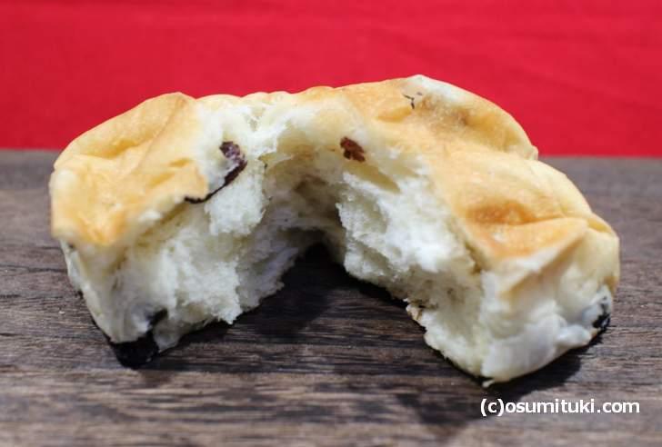 ぶどうパンはふんわりと柔らかいパンでした