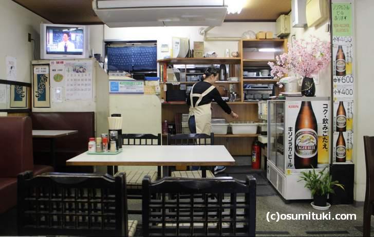 ノスタルジックすぎる原喜久食堂の店内風景