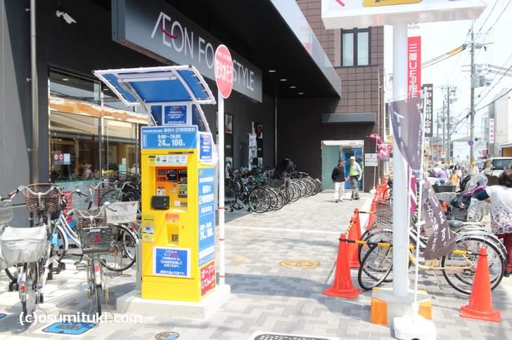 自転車置場は足りないみたいで店頭にも駐輪で対応しています