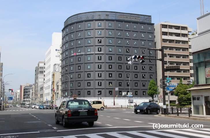 京都の四条大宮駅前の新ホテル「the b kyoto shijo」