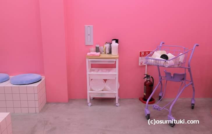 壁は全面ピンクでカワイイお店でした