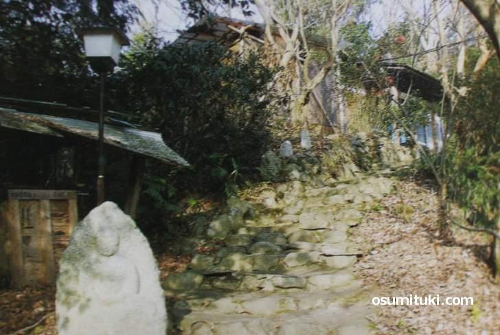 千松信也さんが住む山小屋(『ぼくは猟師になった』より)