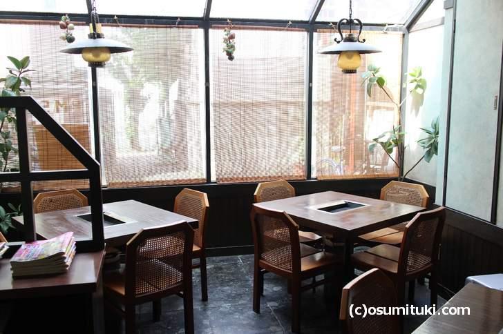 店内は古い洋風レストランです