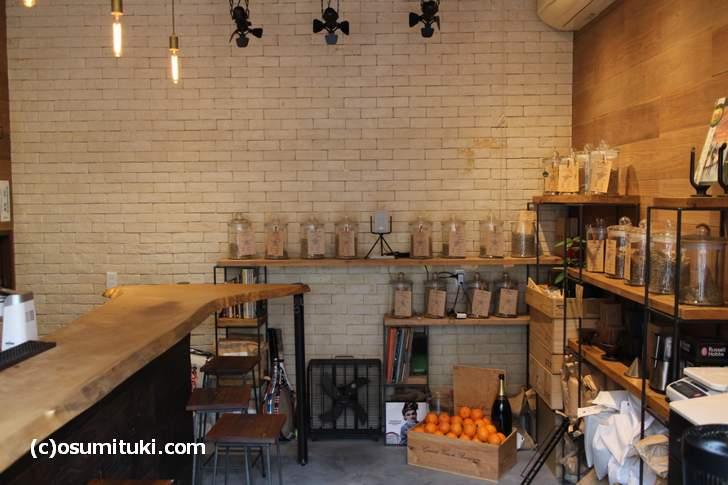 西院にあるカフェ「西院ROASTING FACTORY」さん、生豆を焙煎する工房でもあります
