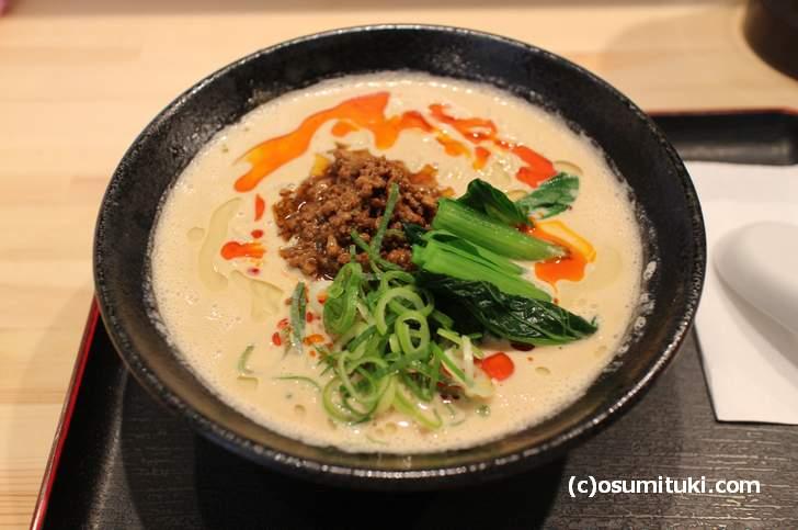 特濃胡麻白麺(780円)は胡麻ペーストを大量に使った特濃タイプ