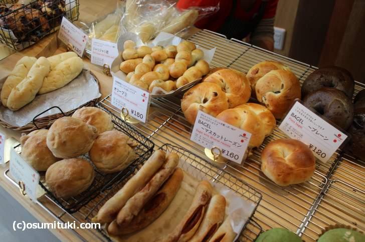 CheerUp!(チアアップ)のパン、120円~160円と思ったより安いです
