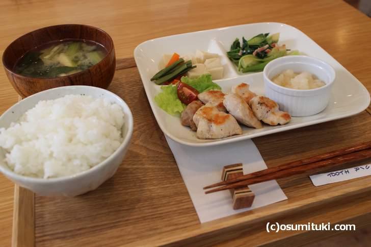 米が美味いカフェ「マグダ」のランチ