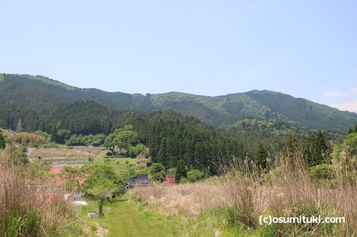 日吉神社から見た花脊別所町(別所上の町バス停)