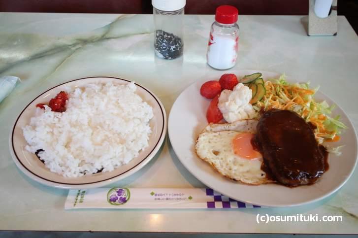 ハンバーグ定食(550円)量は少ないか