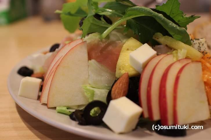 カフェ「cafe amuwa」さんのサラダランチの紹介です