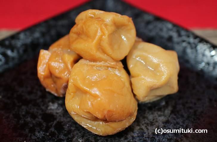 梅干しは発酵食品ではありません(写真は京都・亀岡で代々漬けられた梅干し)