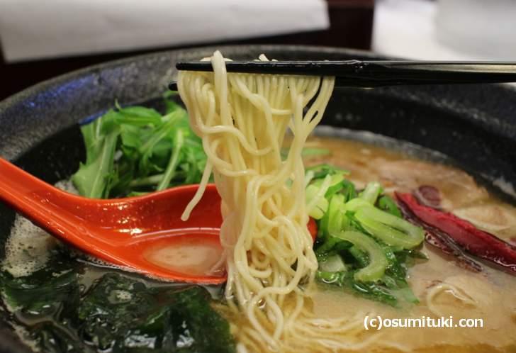 麺は細麺で福岡県から直送したもの