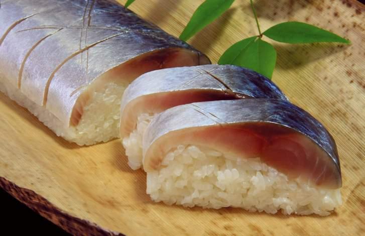 鯖寿司の昆布は外して食べることが多いといえます