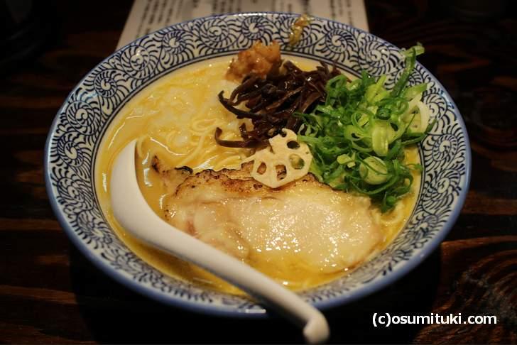 超濃厚鶏白湯ラーメン ちょっと濃い目の鶏白湯