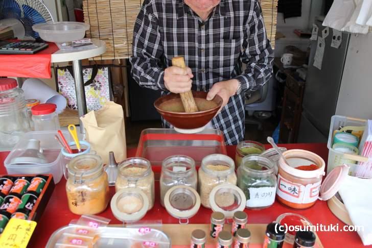 外国人がワザワザ買いに来る京都の七味唐辛子がスゴイ(写真は加藤商店)
