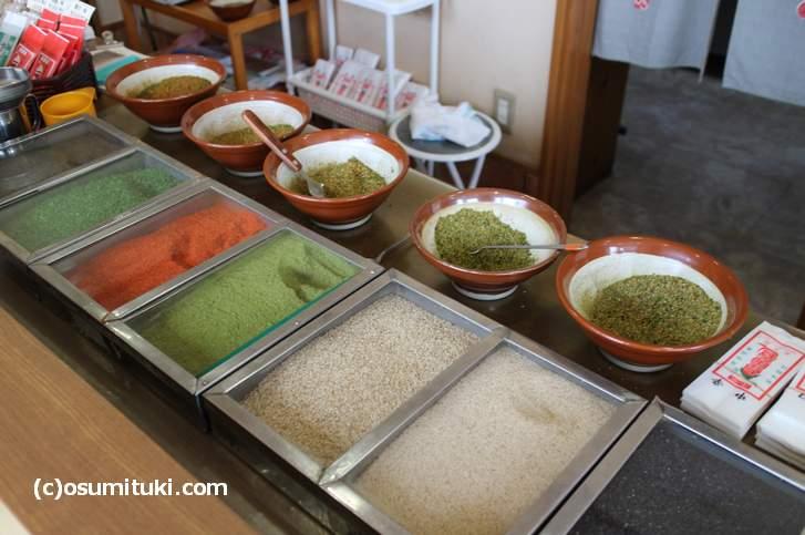「自分好み」のブレンド調合で作ってくれる京都の七味屋さん(写真は長文屋)