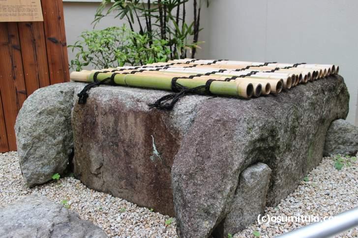 京都七名水のひとつ「滋野井」の井桁が今でも保存されています