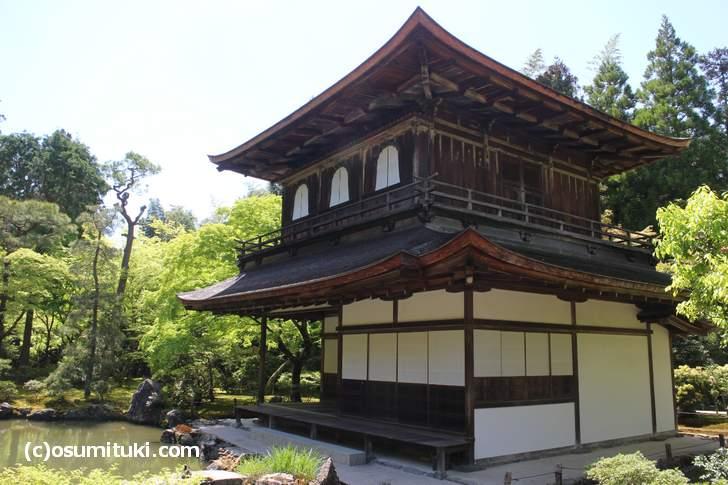 銀閣寺(慈照寺)の銀閣、屋根の上にはサワラがいるらしい