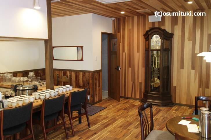 オープン準備中の「カフェ OLD CLOCK」(2018年6月21日撮影)