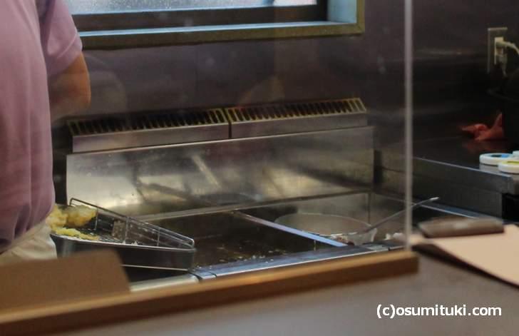 麺の茹で上がりに合わせて天ぷらを揚げるだけではなかった(うどん馳走 山石土平)