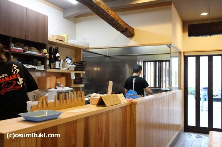明石玉子焼の専門店「今中(いまなか)」、元お寿司屋さんなので本当はもっと広いです