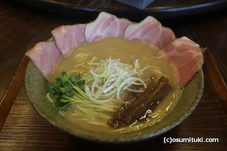 白湯そば(濃厚魚介)大盛り850円
