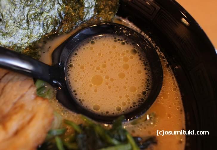スープは壱系のクリーミーな味