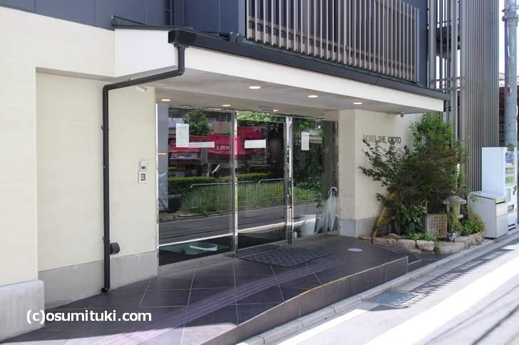 HOTEL SHE, KYOTO の入口