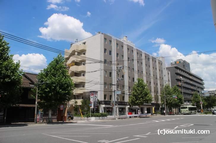 葱太郎は京都駅南の観光ホテルが立ち並ぶ場所にあります