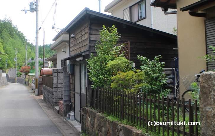 山間の住宅地にある京都のパン屋さん、ここはいったいどこ?