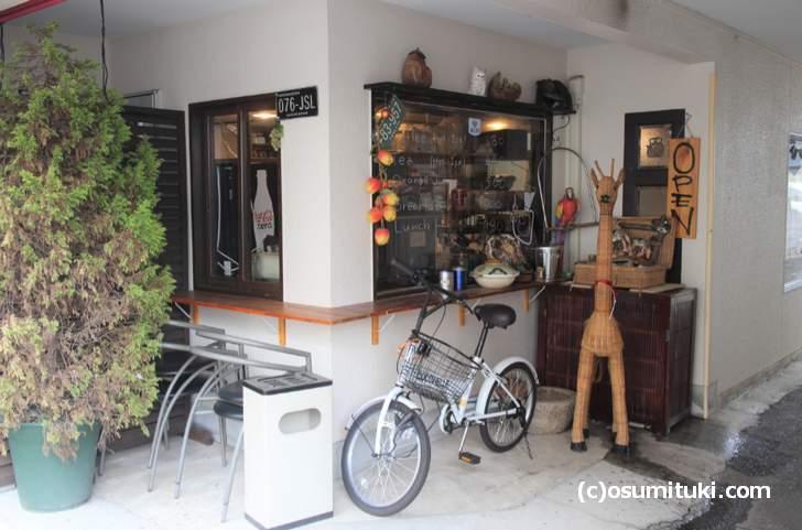 テイクアウト専門店に見えますがカフェです(Cafe CATWALK)