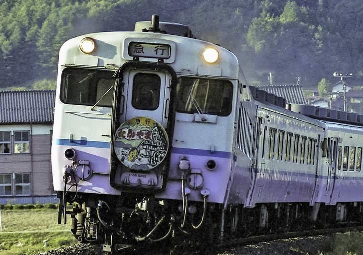 名古屋駅からJR高山本線で2時間30分、「飛騨小坂駅」下車で徒歩5分です