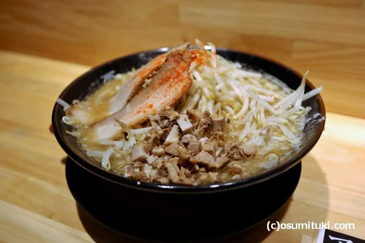 豚骨らーめん 900円(麺大盛り、野菜大盛り)
