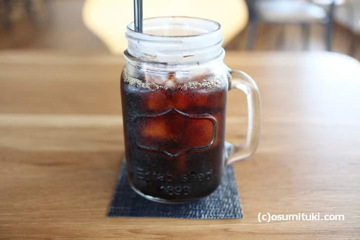 アイスコーヒー(540円)、大きめのグラスに入っています